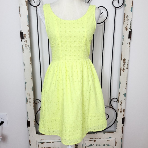 American Eagle Outfitters Dresses & Skirts - American eagle sleeveless eyelet dress size 4